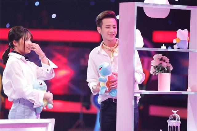 Lộ ảnh hôn cô gái lạ mặt khi vẫn tham gia show Vì yêu mà đến, Phí Ngọc Hưng khẳng định cả 2 chỉ là bạn-2