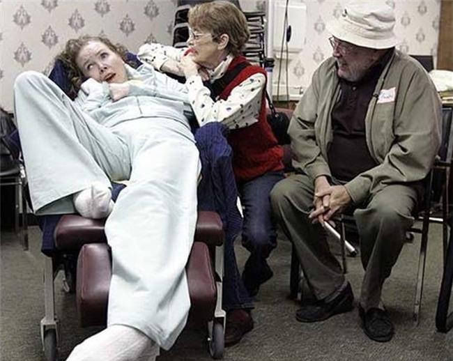 20 năm chìm trong hôn mê, đến khi tỉnh dậy, cô gái nói cho gia đình nghe một sự thật khiến y học kinh ngạc - Ảnh 8.