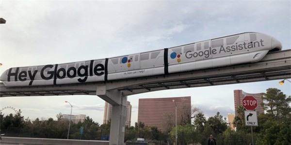 """Đoàn tàu điện đô thị tại Las Vegas được sơn quảng cáo khẩu hiệu """"Hey, Google"""""""