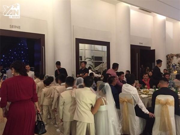 Hình ảnh không đẹp mắt trong đám cưới của Lâm Khánh Chi và chồng kém 8 tuổi - Tin sao Viet - Tin tuc sao Viet - Scandal sao Viet - Tin tuc cua Sao - Tin cua Sao