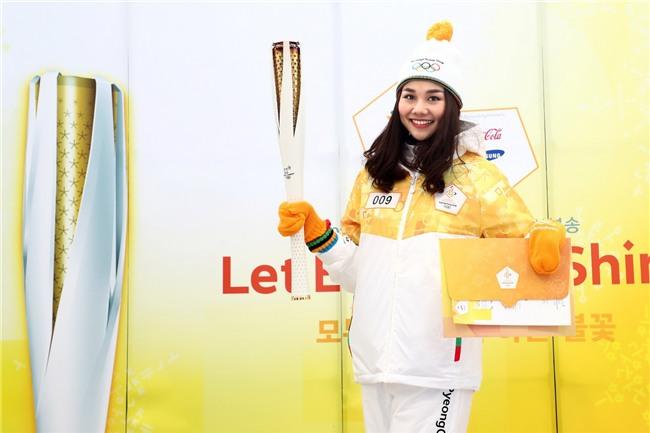 Trời lạnh -10 độ, Thanh Hằng vẫn đẹp rạng rỡ đi rước đuốc ở Thế vận hội mùa đông 2018 tại Hàn Quốc - Ảnh 1.
