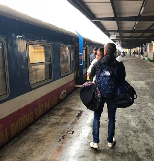 Vợ chồng ở Sài Gòn hoãn mua ô tô, vượt nghìn km đến Mường Lát nhận nuôi bé gái liệt 2 chân không manh áo giữa mùa đông - Ảnh 6.