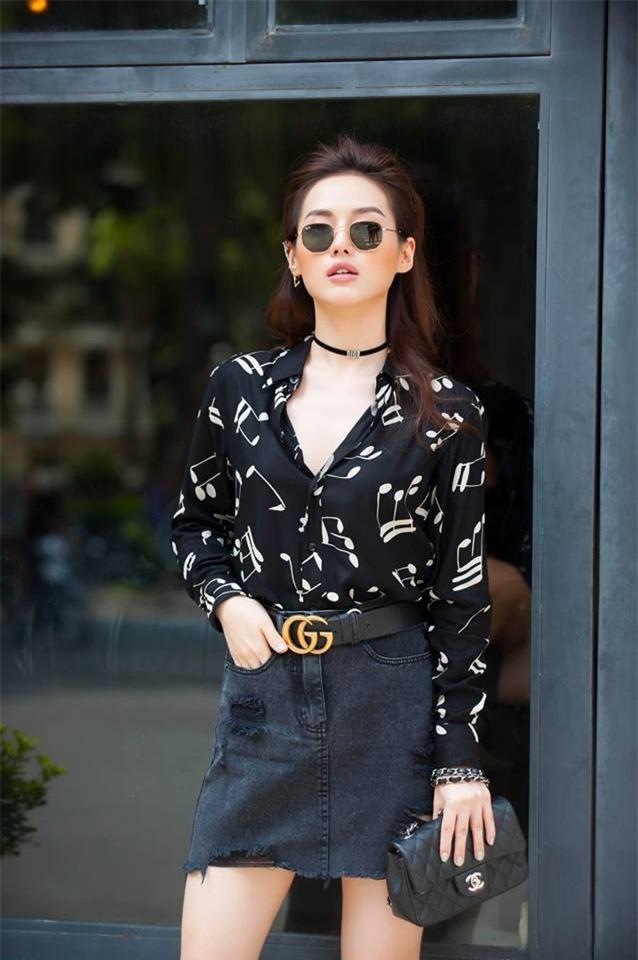 Phạm Hương khoe chân dài bất tận, Kỳ Duyên diện phụ kiện hàng hiệu chất lừ trong street style tuần này - Ảnh 10.