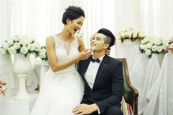 Được biết, hình ảnh cướinày H'Hen Niê chụp cùng K'Brơi. - Tin sao Viet - Tin tuc sao Viet - Scandal sao Viet - Tin tuc cua Sao - Tin cua Sao