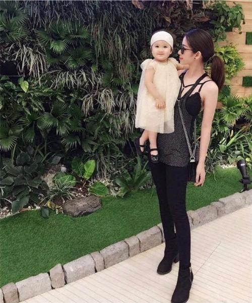 Chân dung bạn gái xinh đẹp khiến Yanbi 'tự nguyện' unfriend hết gái xinh trên Facebook - Ảnh 11.