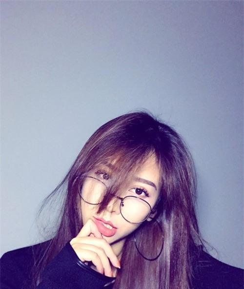 Chân dung bạn gái xinh đẹp khiến Yanbi 'tự nguyện' unfriend hết gái xinh trên Facebook - Ảnh 2.