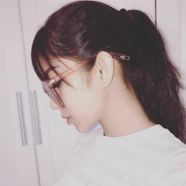 Chân dung bạn gái xinh đẹp khiến Yanbi 'tự nguyện' unfriend hết gái xinh trên Facebook - Ảnh 3.