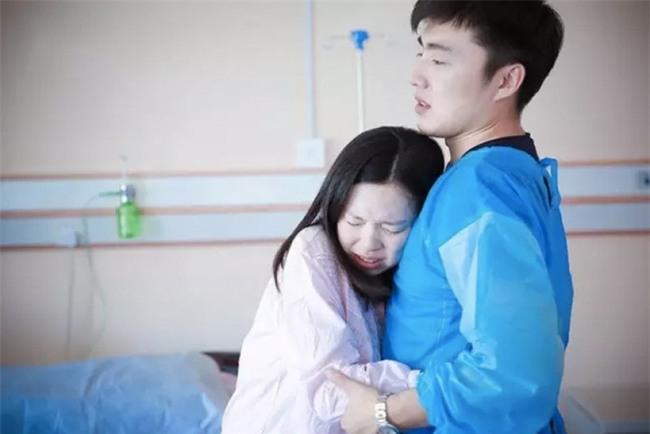 Chuyện chồng thuê giường gấp cho vợ mới đẻ nằm, ép nhường giường bệnh viện cho bà nội ngủ cùng cháu khiến chị em dậy sóng - Ảnh 3.