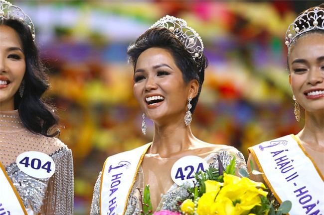 Đứng cạnh Á hậu Hoàn vũ Thế giới, HHen Niê bên 10, bên 8 đẹp chẳng kém bản chính-1