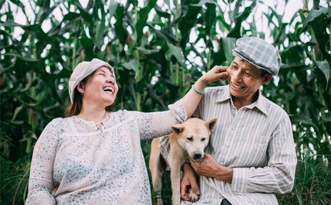 Ra mà xem cặp bố mẹ yêu thương nhau giữa mùa bắp cải hot nhất MXH - 25 năm sống dưới túp lều tranh giận nhau đúng 1 lần - Ảnh 1.