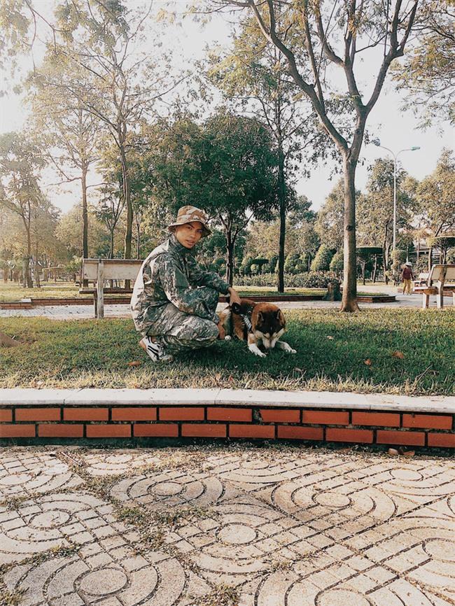 Câu chuyện về chàng trai chuyên đi phượt với cún cưng, thà nhịn ăn chứ không để boss đói - Ảnh 1.