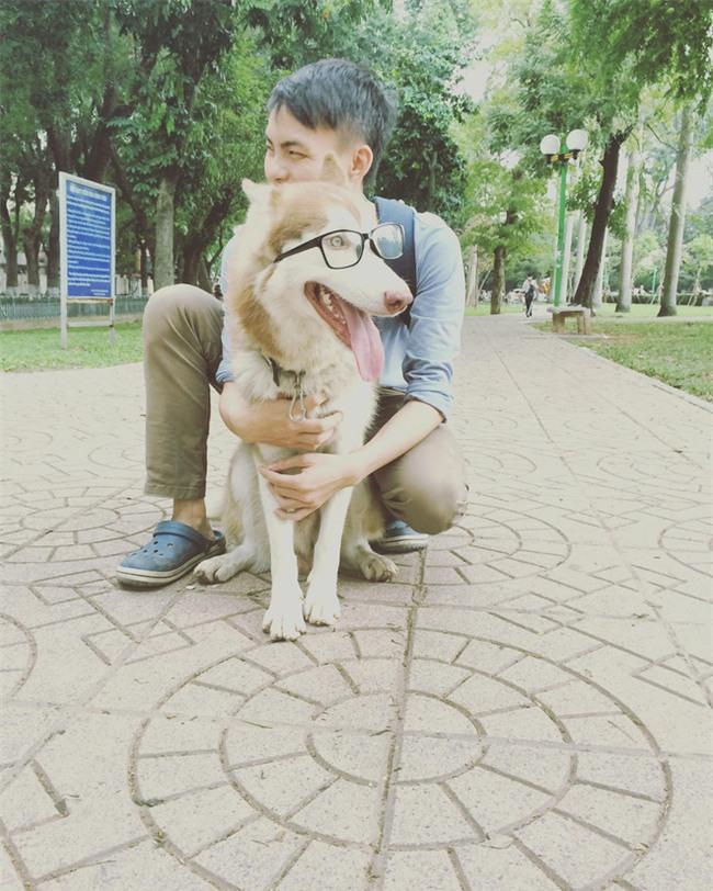 Câu chuyện về chàng trai chuyên đi phượt với cún cưng, thà nhịn ăn chứ không để boss đói - Ảnh 2.
