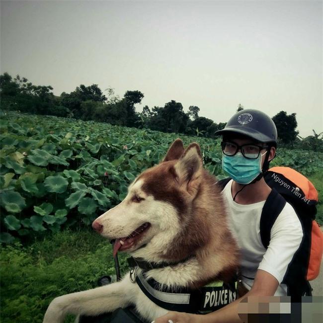 Câu chuyện về chàng trai chuyên đi phượt với cún cưng, thà nhịn ăn chứ không để boss đói - Ảnh 3.
