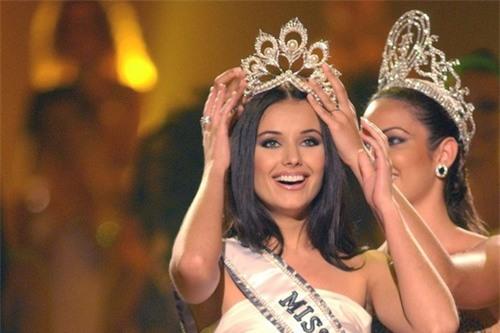 Những vụ Hoa hậu bị tước vương miện trên thế giới: Kẻ lộ ảnh nude, người bị phát hiện có chồng con-6