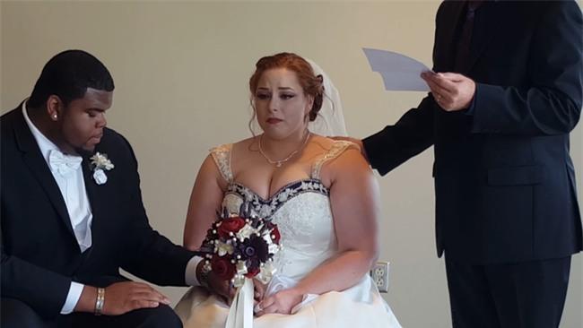 Nghe nội dung lá thư bí mật gửi đến cho mình, cô dâu chú rể cùng òa khóc - Ảnh 5.