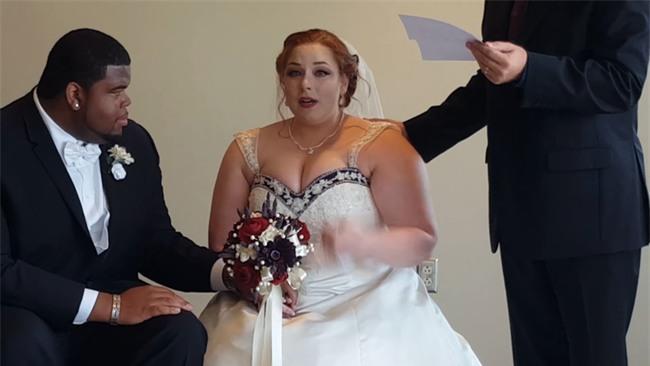 Nghe nội dung lá thư bí mật gửi đến cho mình, cô dâu chú rể cùng òa khóc - Ảnh 6.