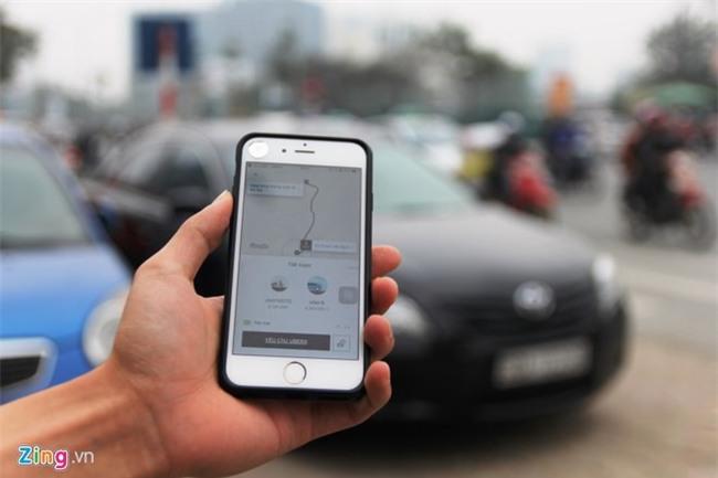 Tài xế Uber, Grab Hà Nội: Muốn về nhà chắc phải xé logo