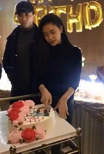 Tim xuất hiện với gương mặt như đưa đám, khó hiểu trong sinh nhật Trương Quỳnh Anh - Tin sao Viet - Tin tuc sao Viet - Scandal sao Viet - Tin tuc cua Sao - Tin cua Sao