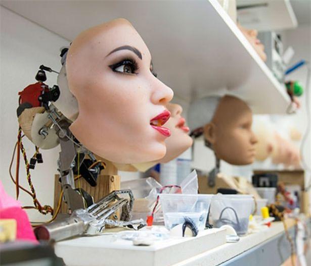 Kết quả thảm hại của robot nữ Harmony trong đợt bán ra đầu tiên - Ảnh 3.