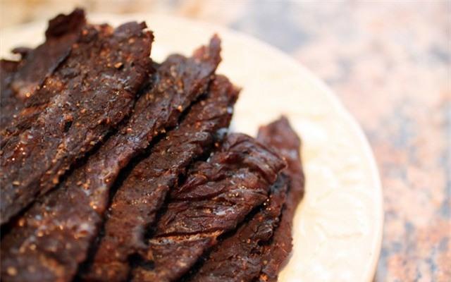 Cho thịt bò vào nồi cơm điện, hơn 40 phút là có mẻ bò khô cay cay, thơm lừng góc bếp - Ảnh 4.