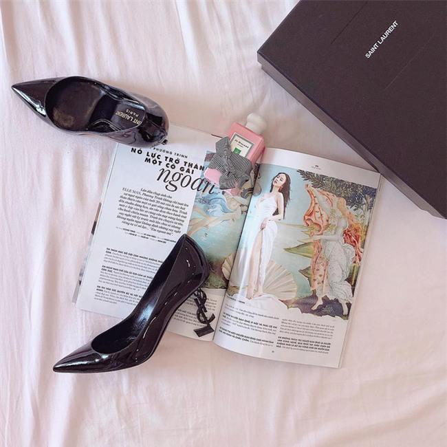 Angela Phương Trinh liệu có biết mình vừa sắm đôi giày giống cả Ngọc Trinh lẫn Kỳ Duyên - Ảnh 1.