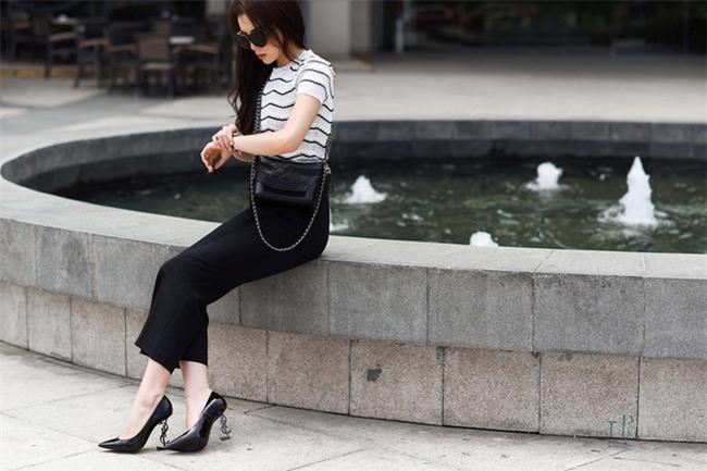 Angela Phương Trinh liệu có biết mình vừa sắm đôi giày giống cả Ngọc Trinh lẫn Kỳ Duyên - Ảnh 3.