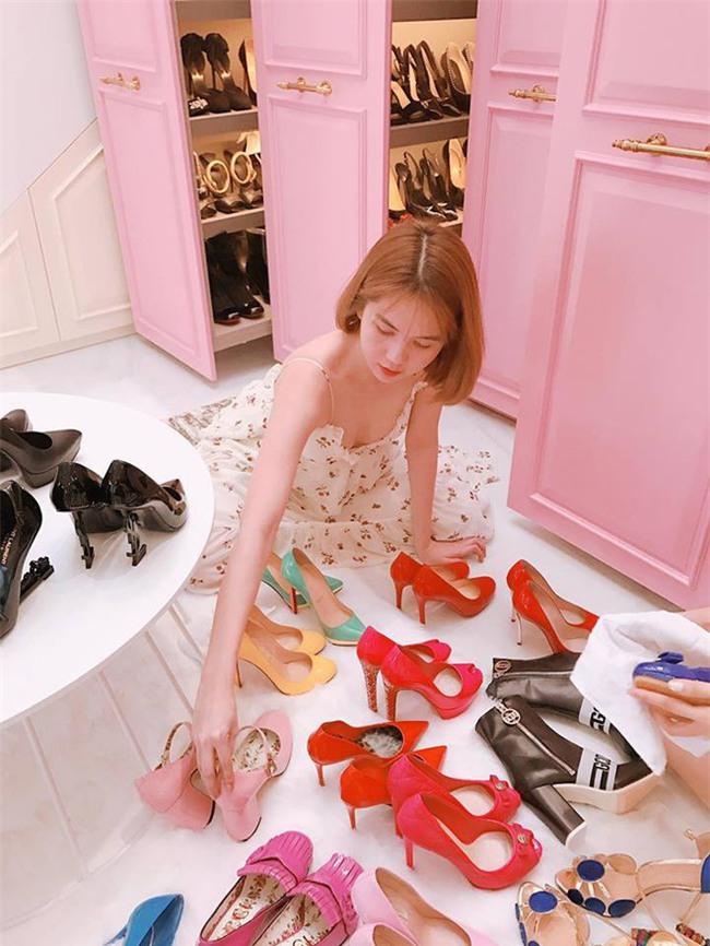 Angela Phương Trinh liệu có biết mình vừa sắm đôi giày giống cả Ngọc Trinh lẫn Kỳ Duyên - Ảnh 6.