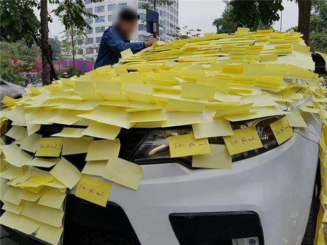 Ghen tuông với Nhã Phương, fan cuồng dán giấy đầy xe của Nguyễn Trần Trung Quân để tỏ tình-2