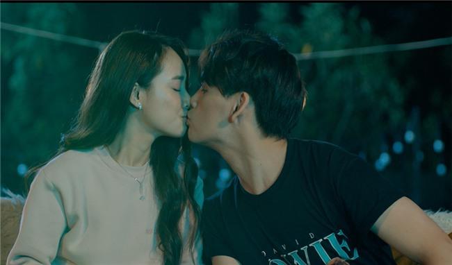 Ghen tuông với Nhã Phương, fan cuồng dán giấy đầy xe của Nguyễn Trần Trung Quân để tỏ tình-4