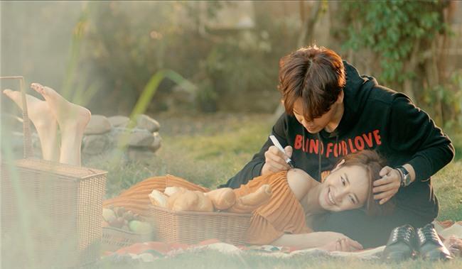 Ghen tuông với Nhã Phương, fan cuồng dán giấy đầy xe của Nguyễn Trần Trung Quân để tỏ tình-7