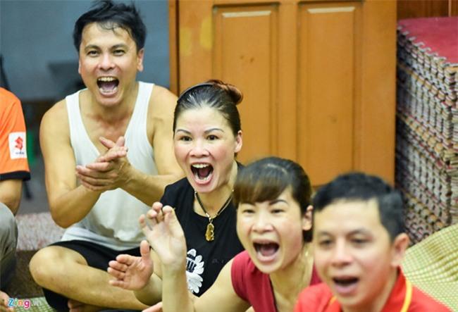 Cha Quang Hai bat khoc khi con trai lam nen lich su hinh anh 1