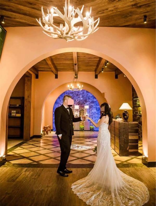 Chụp ảnh cưới cho người quen, chủ cửa hàng cay đắng vì không được trả tiền thanh toán 7