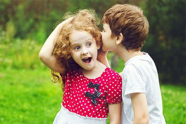 Mẹ hoảng hồn khi con trai 6 tuổi bình luận về đồ lót bạn nữ - Ảnh 1.