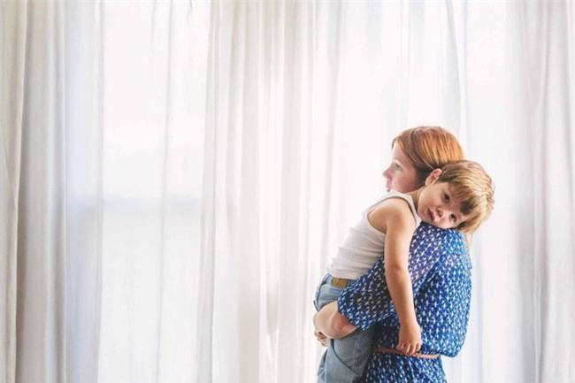 Mẹ hoảng hồn khi con trai 6 tuổi bình luận về đồ lót bạn nữ - Ảnh 2.