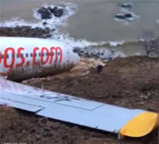 Máy bay lao thẳng xuống biển sau khi hạ cánh, 168 người sống sót an toàn, tránh được thảm kịch hàng không - Ảnh 3.