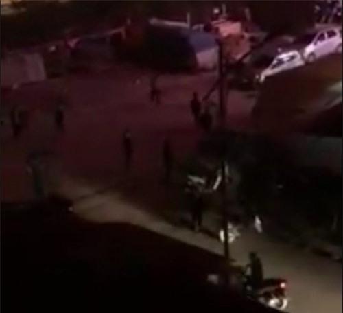 Công an truy tìm hàng chục thanh niên cầm hung khí truy sát nhau giữa đêm ở Bắc Ninh - Ảnh 1.