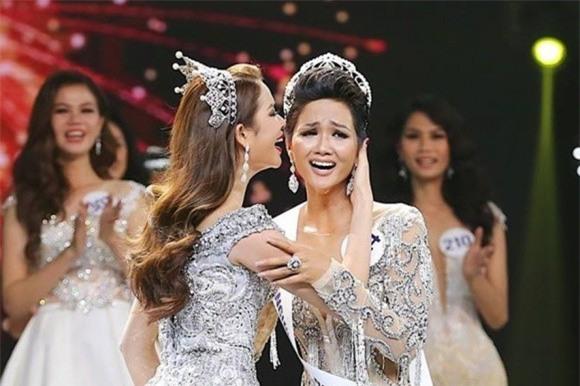Tân Hoa hậu HHen Niê mở lại facebook sau 1 tuần tuyên bố hạn chế dùng mạng xã hội