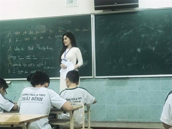 Cô giáo tiếng Anh siêu gợi cảm, giỏi 3 thứ tiếng biết chơi 4 nhạc cụ-10
