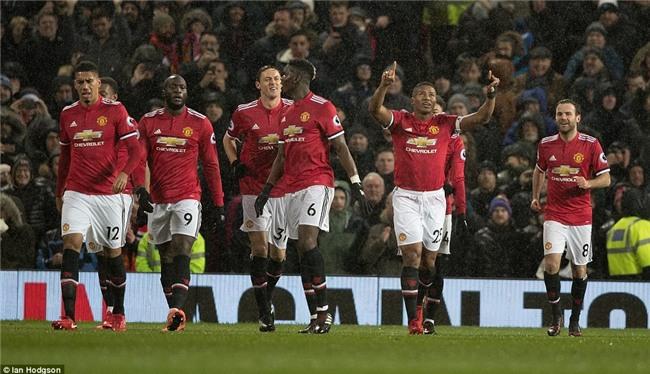 Man Utd thắng 3 sao, rút ngắn cách biệt với Man City xuống 12 điểm - Ảnh 3.