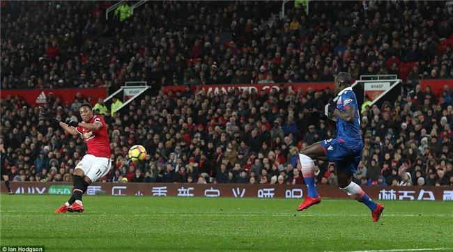 Man Utd thắng 3 sao, rút ngắn cách biệt với Man City xuống 12 điểm - Ảnh 7.