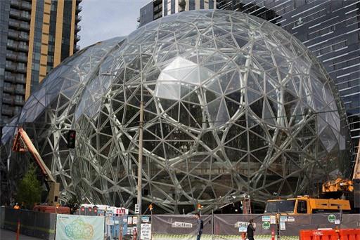 Giàu nhất lịch sử, 'cha đẻ' Amazon không thể tiếp tục ở ẩn - 2