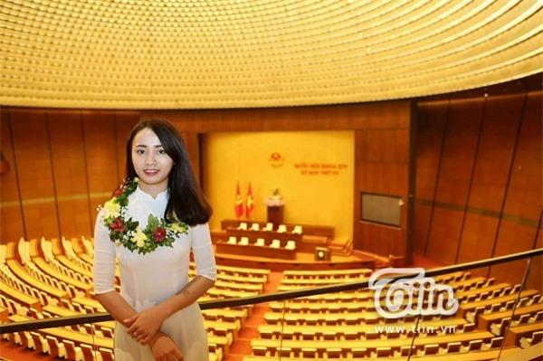 Khuất Thị Ngọc Ánh - Nữ sinh tiêu biểu nhất trong lĩnh vực kỹ thuật năm 2017.