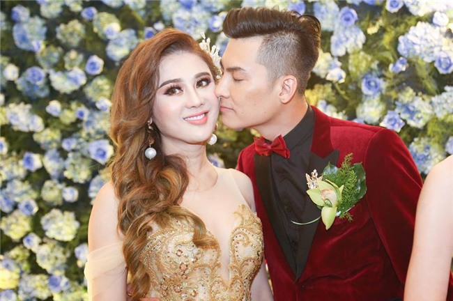 """lam khanh chi dep muot mat khoe nguc day trong """"dam cuoi the ky"""" hinh anh 2"""