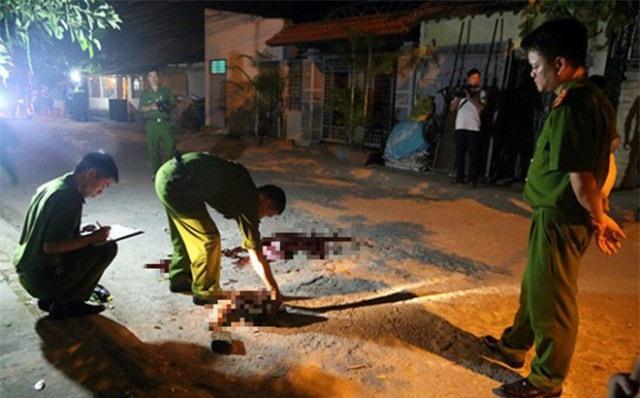 TP.HCM: Người đàn ông chém chết vợ hờ rồi lao vào xe tải tự tử nhưng bất thành - Ảnh 1.