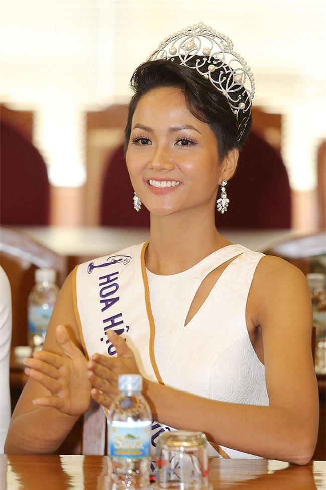 Tân Hoa hậu Hhen Nie nhìn thô cứng như rô bốt chỉ vì kiểu tóc phản chủ - Ảnh 5.