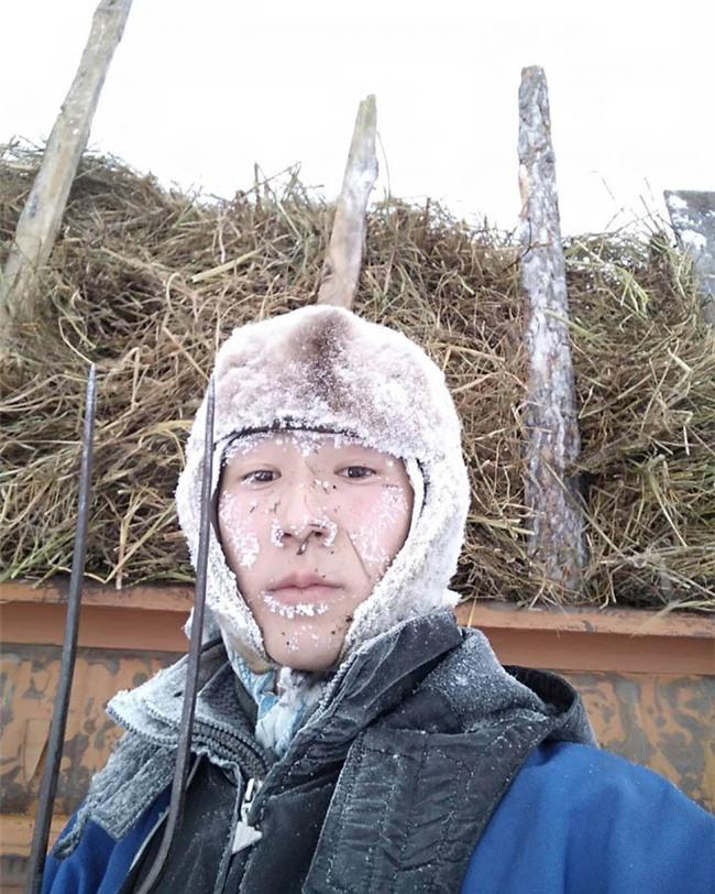 Bất chấp trời lạnh -60 độ C tại ngôi làng lạnh nhất thế giới, nhóm du khách Trung Quốc trút bỏ quần áo, bơi lội vui vẻ - Ảnh 10.