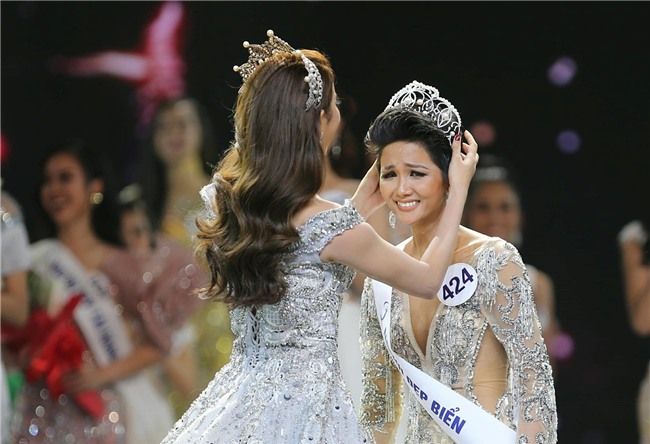 10 năm Việt Nam chỉ tìm được 3 Hoa hậu Hoàn vũ, ai mới là người được lòng công chúng nhất khi vừa đăng quang? - Ảnh 16.