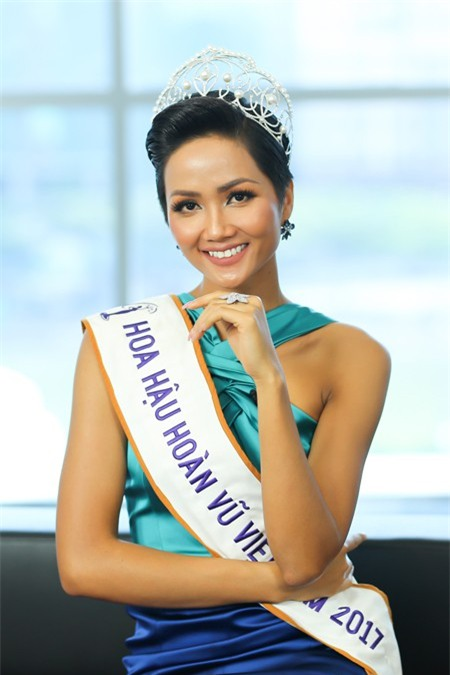 10 năm Việt Nam chỉ tìm được 3 Hoa hậu Hoàn vũ, ai mới là người được lòng công chúng nhất khi vừa đăng quang? - Ảnh 21.