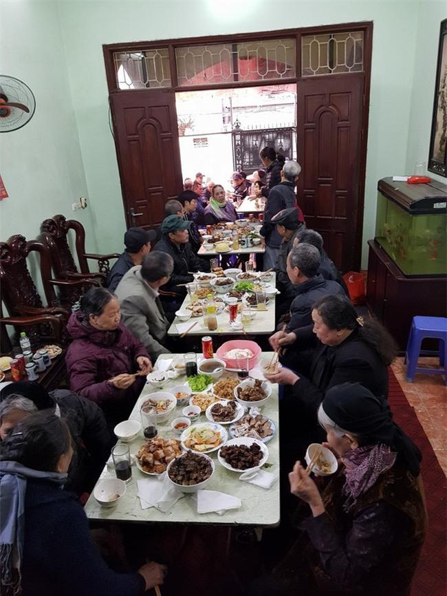 Nàng dâu Hà Nội khoe được ngủ nướng đến 9h sáng dù nhà có giỗ, cộng đồng mạng tranh cãi - Ảnh 2.