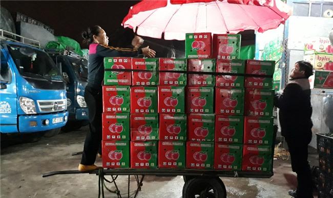 Chợ đêm Long Biên,Lao động nghèo,Hoàn cảnh khó khăn